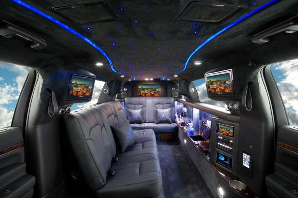 Location limousine noire limousine montreal 777 514 942 5466 for Interieur limousine