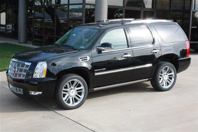 Location de limo suv limousine montreal 777 for Escalade interieur montreal