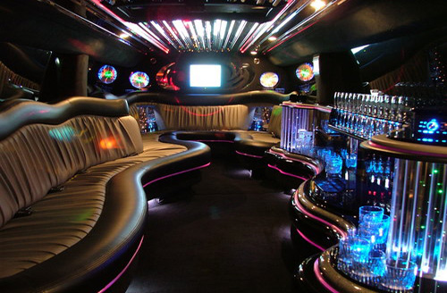 Location de limo suv limousine montreal 777 for Interieur hummer