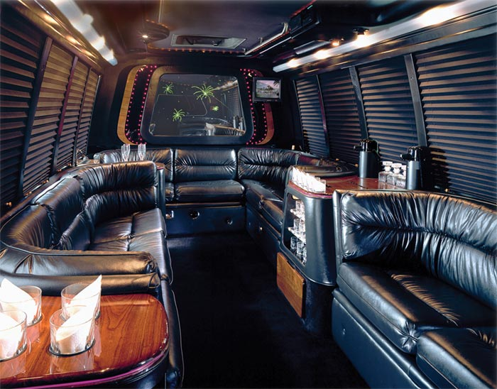 location limo bus montreal limousine montreal 777 514 992 9065. Black Bedroom Furniture Sets. Home Design Ideas
